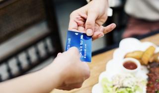 Граждане России стали чаще расплачиваться банковскими картами